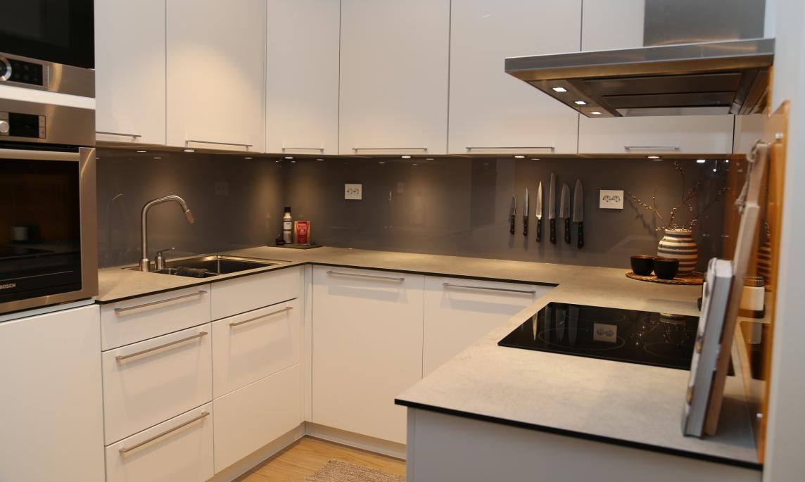Panel over kjøkkenbenk